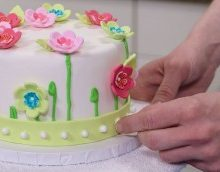 finishing touches on a cake